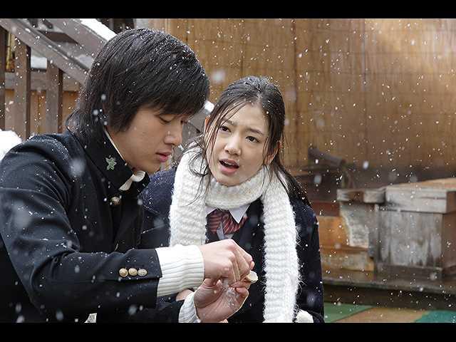 第1話 (日本語吹替版)「雪の中の出会い」